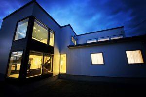 施工事例『丘陵に佇む 同居型Ⅱ世帯住宅』を追加します。